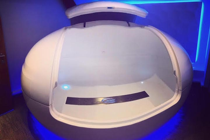 One Hour Floatation Experience for Two at Floating UK