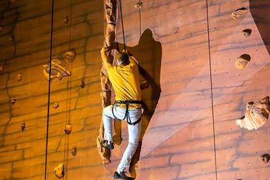 Bear Grylls Challenge Thumb