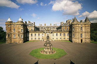 Palace of Holyroodhouse Visit with a Sparkling Afternoon Tea for Two