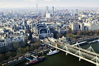 Vintage Flight Over London with Free Museum Entry