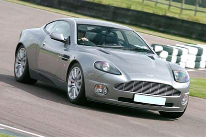 aston martin v8 vantage at goodwood