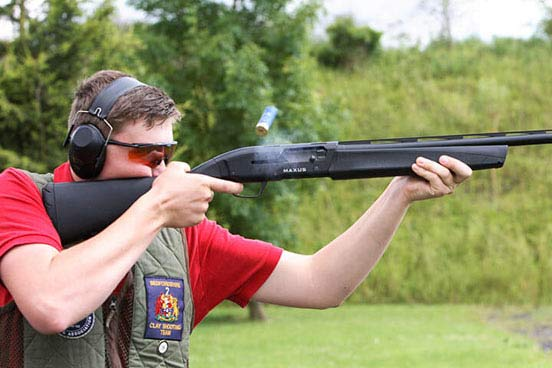 Clay Pigeon Shooting for Two with 100 Clays Thumb